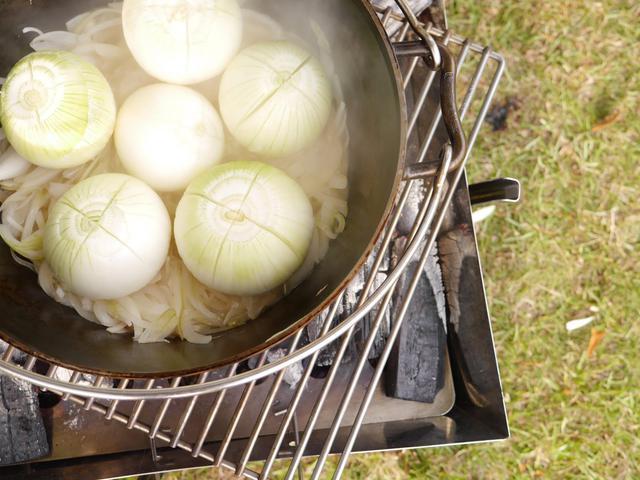 画像: ヘビーロストル、焚き火台にダッチオーブンを載せられる底網! キャンプ・アウトドア料理におすすめ
