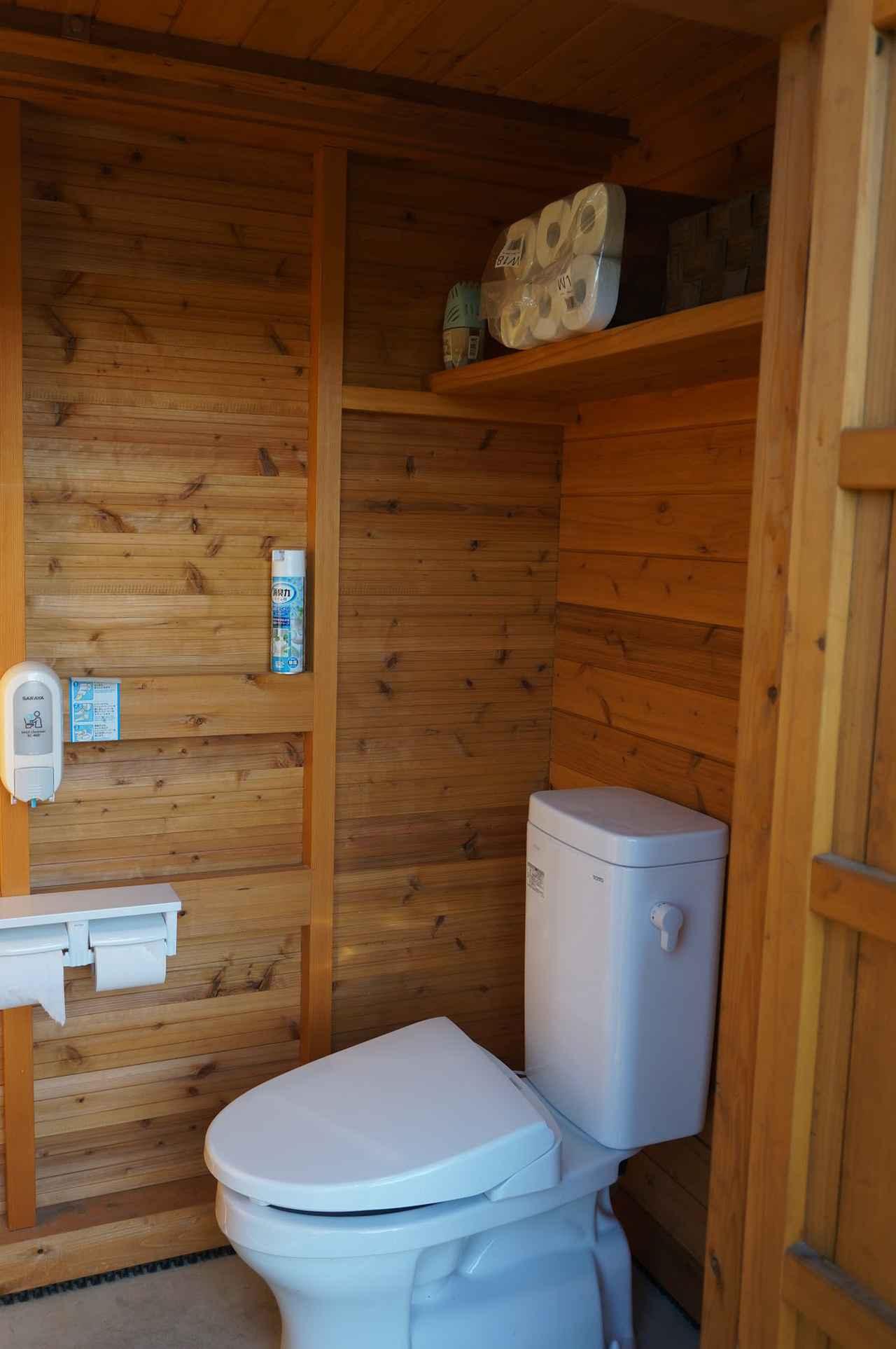 画像: 筆者撮影「トイレは新しく木の香りがします」