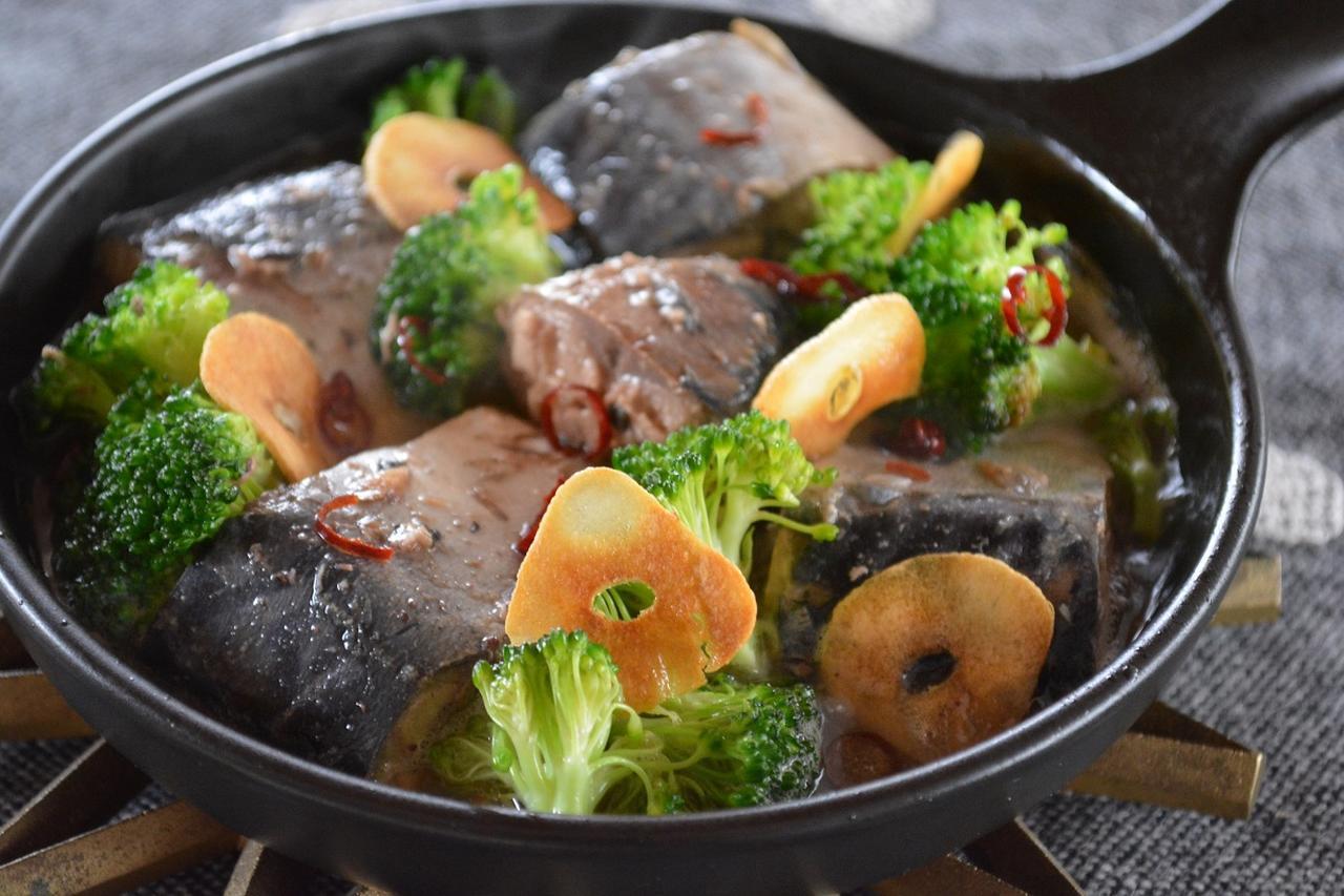 画像1: 【スキレット簡単調理】下準備わずか1分!見た目が豪華に見える料理・デザートレシピ3選 - ハピキャン(HAPPY CAMPER)