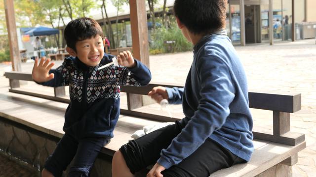 画像: アイスの棒で忍者気分の息子達(笑):母撮影