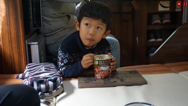 画像: 次男の食事風景(朝食の様子より):娘撮影