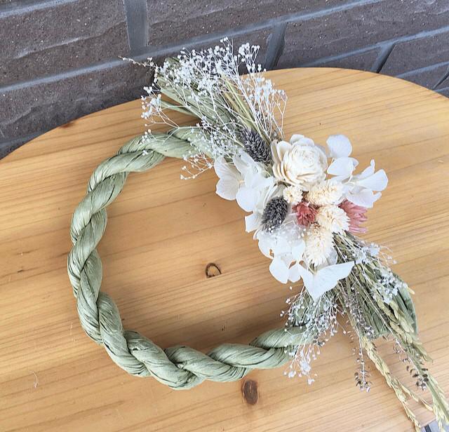画像: 4.花材を貼り付けていって完成
