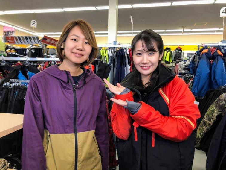 画像: 左:サリー、右:メ〜テレ島津咲苗アナウンサー