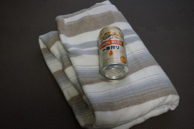 画像: 筆者撮影「350ml缶と一緒に撮影。薄くてコンパクトにたためます。」