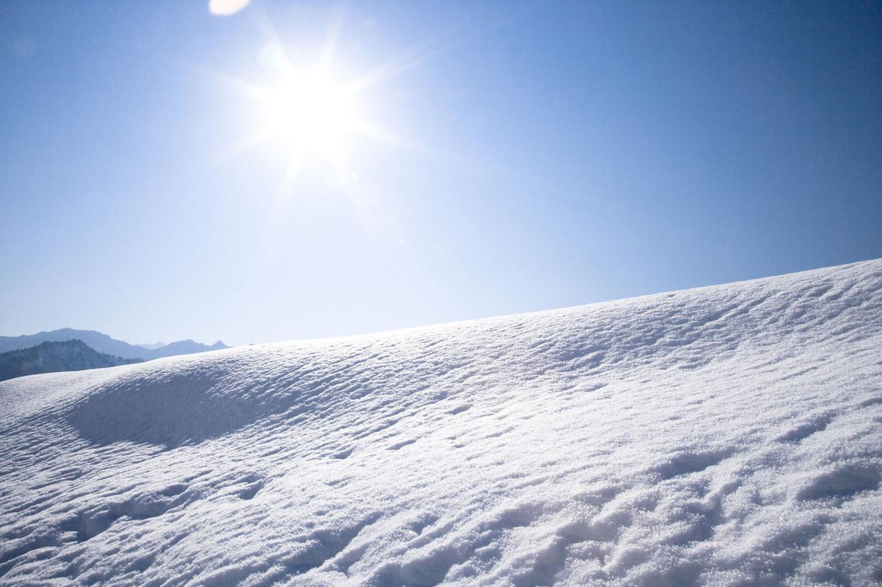 画像: 雪中キャンプでの注意点! つらら・がけなど冬ならではのトラブルが 車やバイクの運転にも注意を!