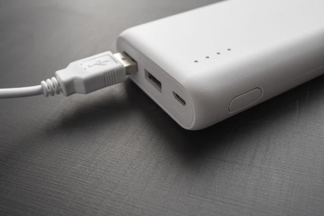 画像: モバイルバッテリーを持っていけば、給電も安心!