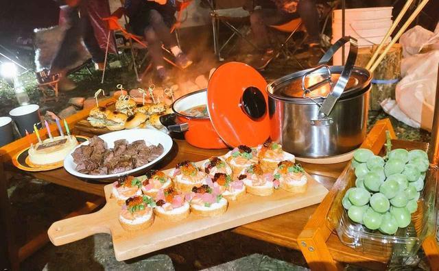 画像: 一口サイズの「ブルスケッタ」など、「持ち寄りキャンプ飯」におすすめの料理を紹介! - ハピキャン(HAPPY CAMPER)