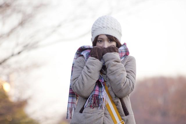 画像: 地肌や就寝時は良くない! カイロは低温やけどにつながる可能性が! 必ずインナーの上から貼ろう