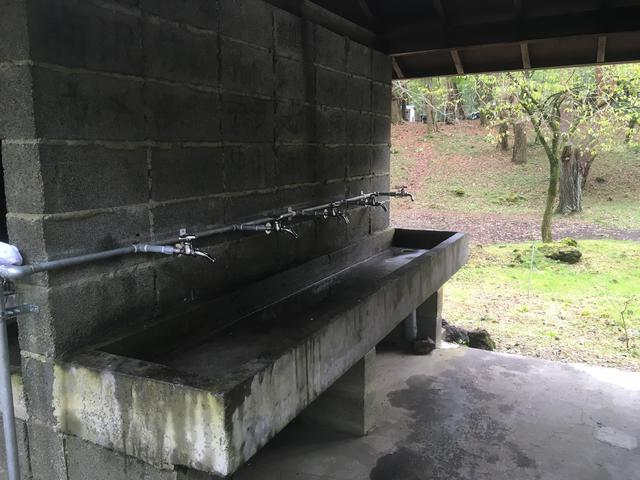 画像: 水場は年季が入っているが、使用に問題はナシ