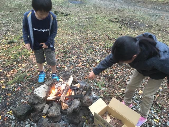 画像: 筆者撮影 気温が低くても、焚火をすればあったかい!