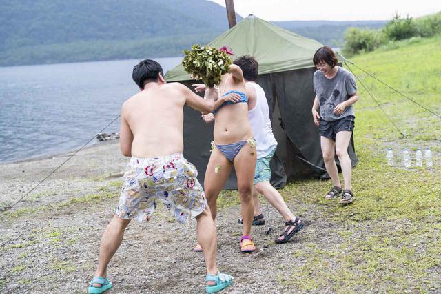 画像: あまりの暑さに衝撃?のテントサウナ