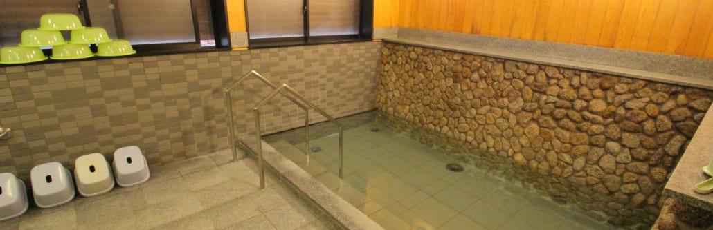 画像: 無料で利用できる、キャンプ場の中にある大浴場!