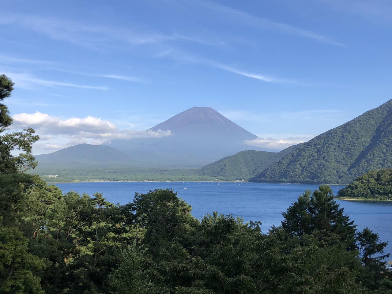 画像: 富士山麓周辺は見どころがいっぱい! 本栖湖だけではなく、ワイナリー・桜と五重塔など観光してみよう