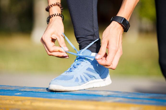 画像: 実際に足を入れて、自分の足に合っているかを確認しましょう
