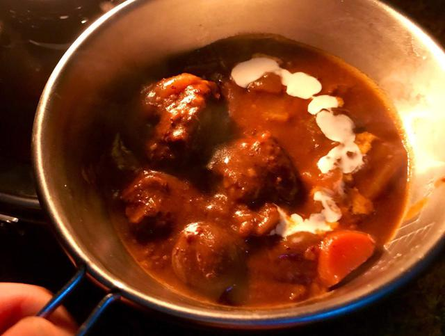画像: 【レシピ公開】ストーブで作る本格ビーフシチューで、冬キャンプを暖かく過ごそう - ハピキャン(HAPPY CAMPER)