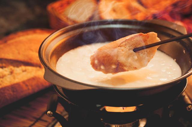 画像: ファミリーキャンプの新定番・鍋料理!?「チーズフォンデュ」は簡単であったか! - ハピキャン(HAPPY CAMPER)