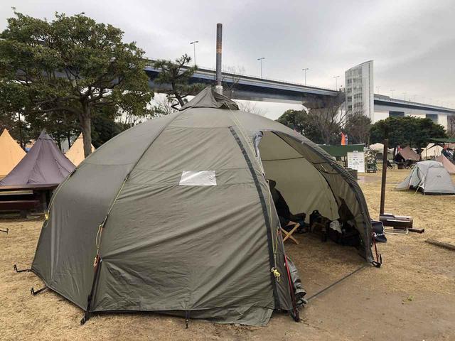 画像: 筆者撮影:難燃素材かつ煙突ポートのあるテント・バランゲルドーム