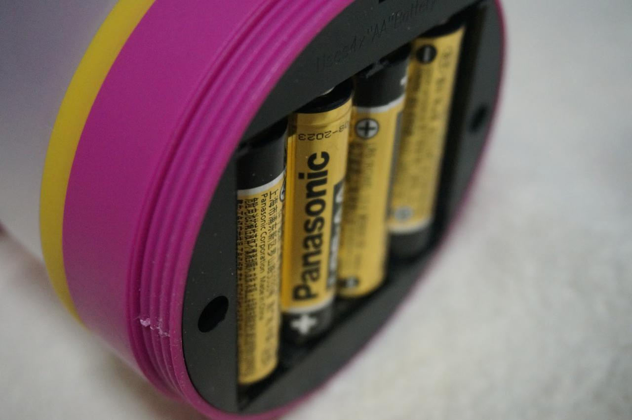 画像: 筆者撮影「単3電池4本が必要です」