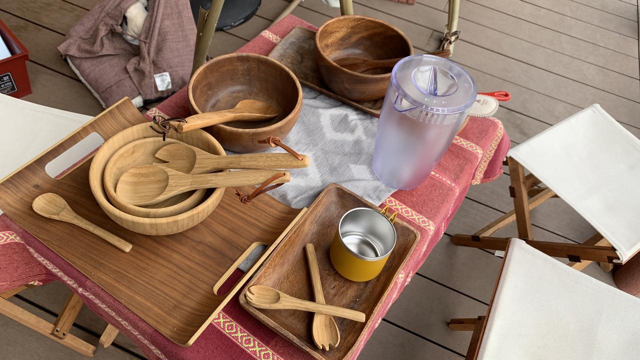 画像: 【おしゃれさん必見】キャンプ用アウトドア食器は木製?金属製? 素材別の違い - ハピキャン(HAPPY CAMPER)
