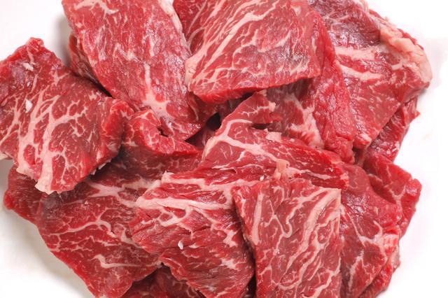 画像: 【肉料理のコツ3】焼く直前に塩をかける
