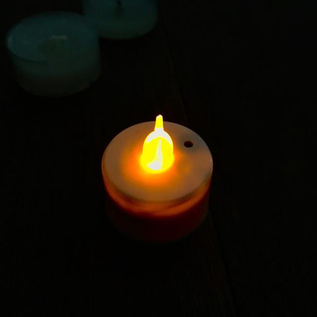 画像: 筆者撮影 LEDキャドルライト(100均にて購入)