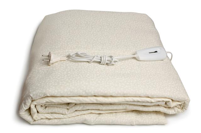 画像: 電気毛布1枚で冬キャンプの防寒対策の幅が広がる! 購入時は値段・機能性・肌触りなどの基準で選ぼう