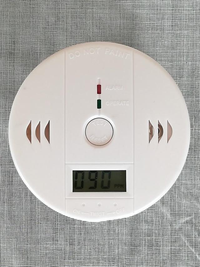 画像: 筆者撮影 90ppmを示すガス警報機