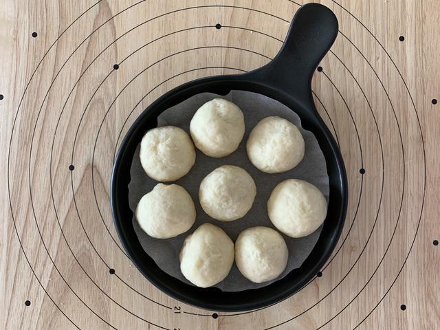 画像3: 【基本のレシピ】スキレットで焼き上げる ホットケーキミックスで作るプレーンミニちぎりパンの作り方