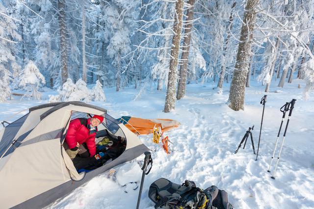 画像: 雪中キャンプの持ち物リスト 冬用テントやスノーペグ、スコップは必須! 防寒アイテムもしっかり準備