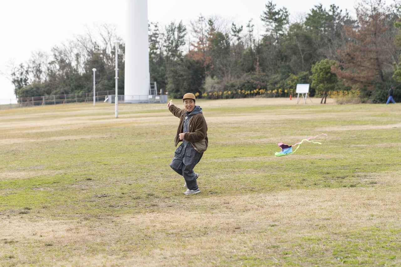 画像: Photographer 吉田 達史 番組「おぎやはぎのハピキャン」より 走り回る小木さん