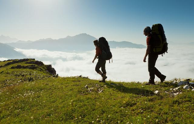 画像: 登山の靴下やインナーは吸汗性・速乾性を重視! 乾いた着替えを持参して温度調節して汗冷えにも注意