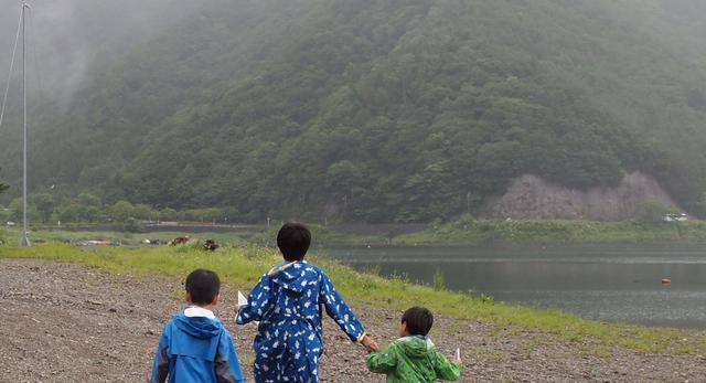 画像: 山の上は、霧が出たりすると夏でも寒い。