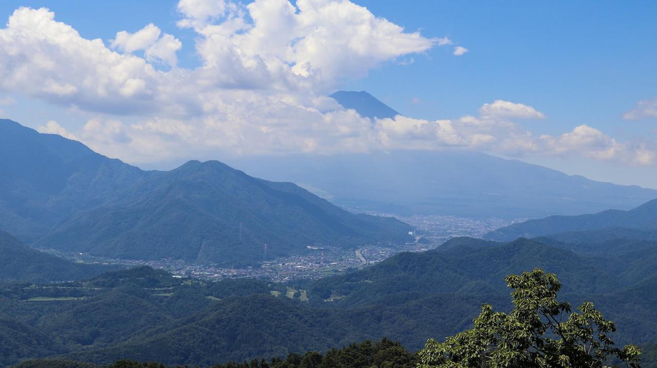 画像: 筆者撮影:夏は雲ができやすいので、富士山が隠れてしまう