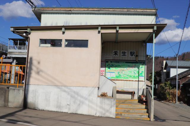 画像: 筆者撮影:禾生駅は富士急行線沿いのこじんまりとした駅