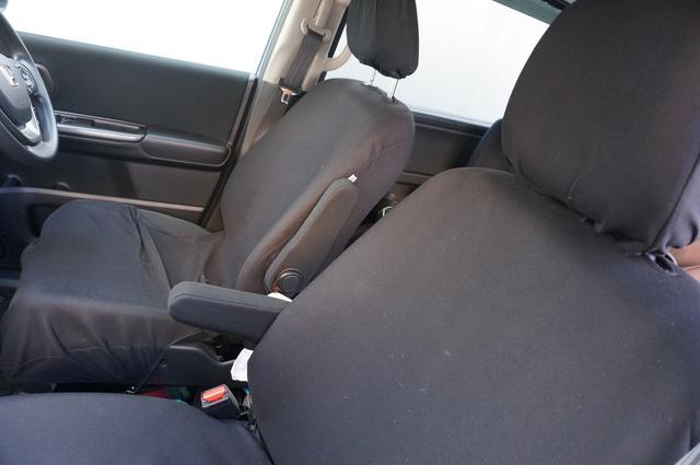 画像: 筆者撮影「シンプルなデザインで車になじむシートカバー」