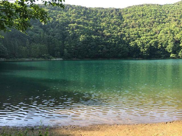 画像: 【ゆるキャン△聖地】しまりん&なでしこがペアキャンした「四尾蓮湖(しびれこ) 水明荘」に行ってみました! - ハピキャン(HAPPY CAMPER)