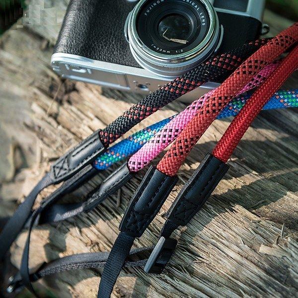 画像1: 【カメラストラップ】付け方&おすすめ商品5選を紹介! ネックタイプ&ショルダータイプ アウトドア向きアイテムも!
