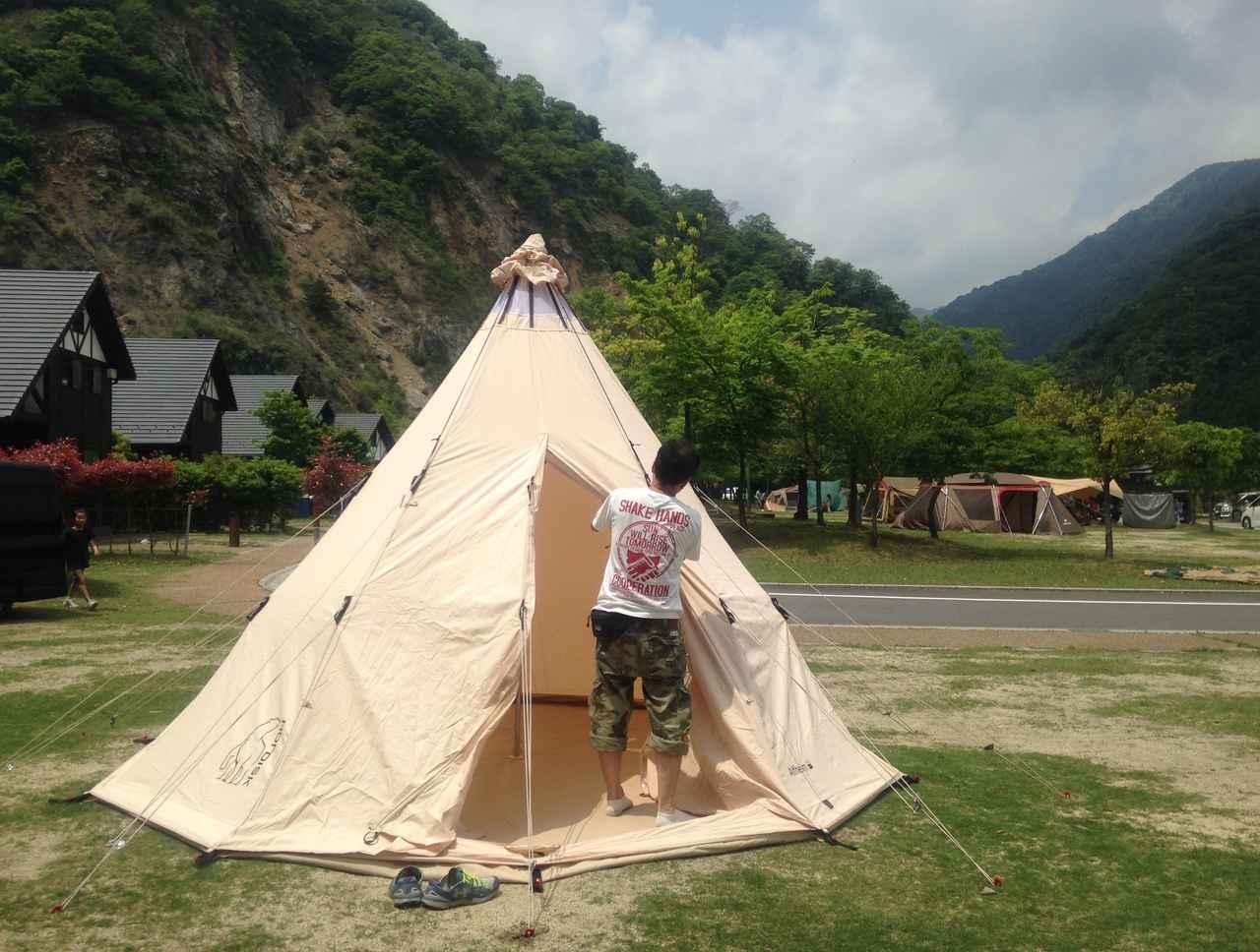 画像: グランドシートの正しい選び方は? テント底面より小さめのサイズを選ぼう! 耐水圧のチェックも忘れずに!