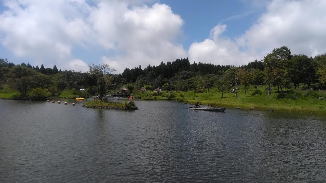 画像: 筆者撮影「広い池でカヌーも」