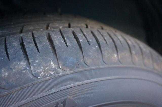 画像: 【タイヤメーカー元社員直伝】タイヤ交換時期はいつがベスト?スリップサインとは - ハピキャン(HAPPY CAMPER)