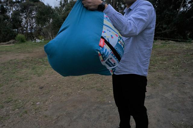 画像: 筆者撮影「マミー型寝袋に比べると、収納サイズは大きめ」