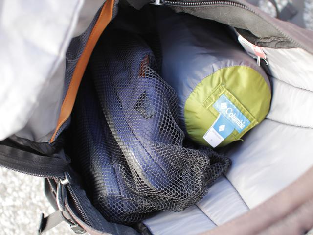 画像: 筆者提供:テント内で使うものは先に収納。