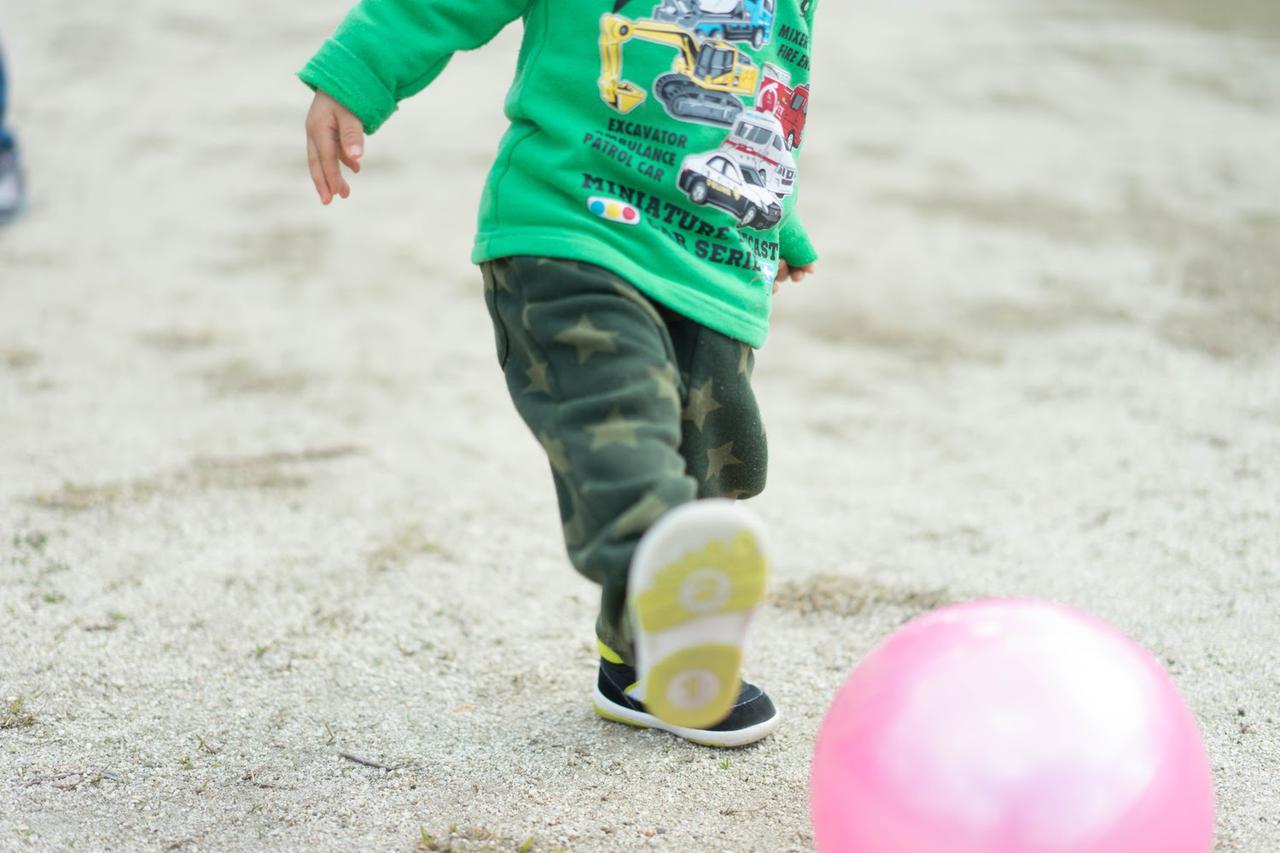 画像: 【公園遊び②】空き缶やペットボトルなど、廃材を活用したおもちゃで遊ぼう! 子供と一緒に楽しめる