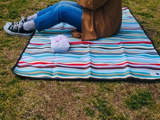 画像: グランドシート、アウトドアテーブル、チェアを持って、ピクニックや行楽を快適に過ごそう