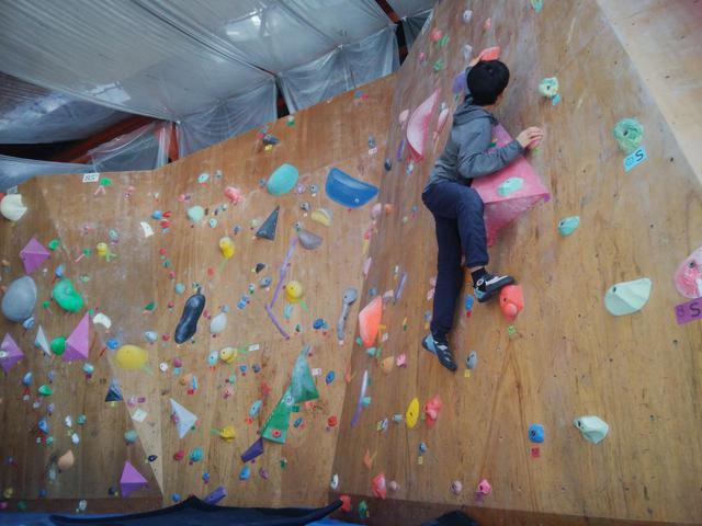 画像: 【ボルダリングの始め方】道具・ルール・登り方を徹底解説します@クライミングジムSORANI - ハピキャン(HAPPY CAMPER)