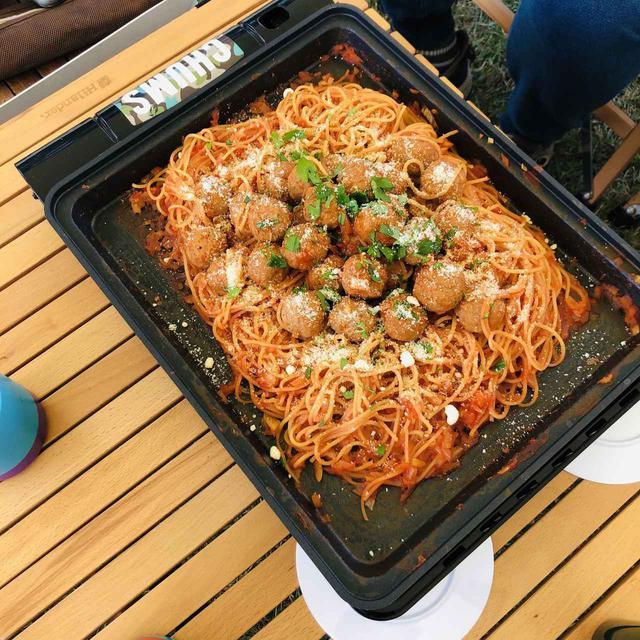 画像: 【焼き上手さんαで簡単キャンプ飯】業務スーパーの食材でミートボールパスタを作ろう - ハピキャン(HAPPY CAMPER)