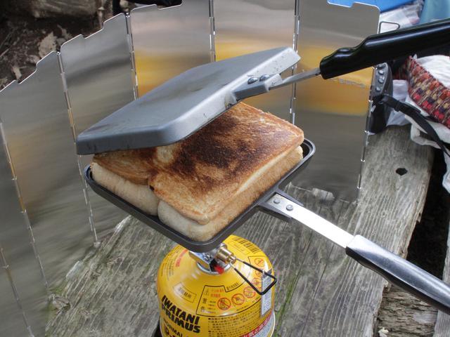画像: 筆者提供:香ばしいホットサンドは朝食におすすめ