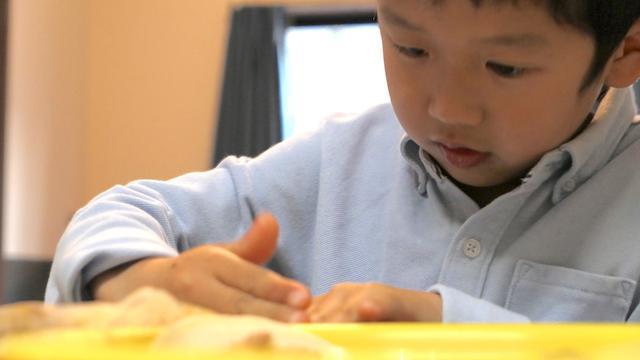 画像: お子さんが作業する場合には、中身は少なめにしてあげると綺麗に作れます。