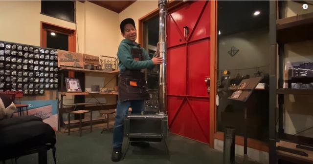 画像1: Youtubeチャンネル タケトDIY 【初溶接】薪ストーブ自作【DIY】Homemade Wood burning stove Iron welding DIY より