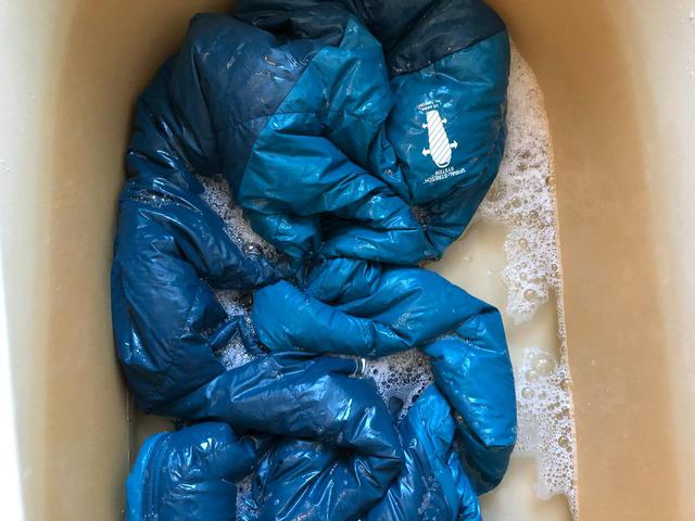 画像: シュラフ(寝袋)の洗濯法をキャンプ場スタッフが解説 モンベルのダウン用洗剤も紹介 - ハピキャン(HAPPY CAMPER)